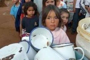 Martin putzt Klinken für Latino-Fabrik
